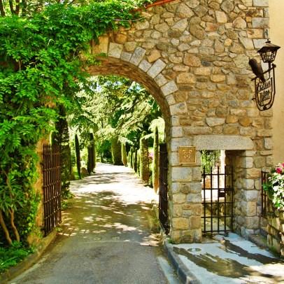 Chateau de Riell gate