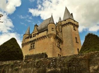 Saint-Leon-Sur-Vézère castle