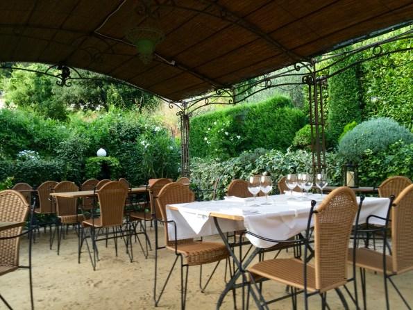 Les Jardins de Loubly terrace