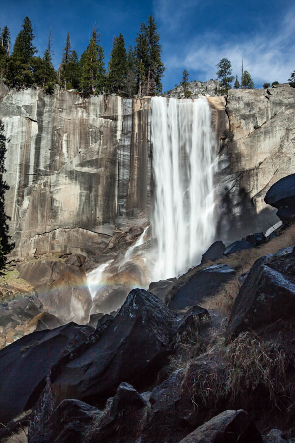Hiking the Mist Trail in Yosemite National Park #vernalfalls #vezzaniphotography