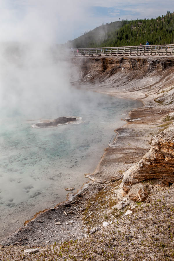 The Excelsior Geyser Crater on the hike to the Grand Prismatic Spring in Yellowstone National Park #vezzaniphotography
