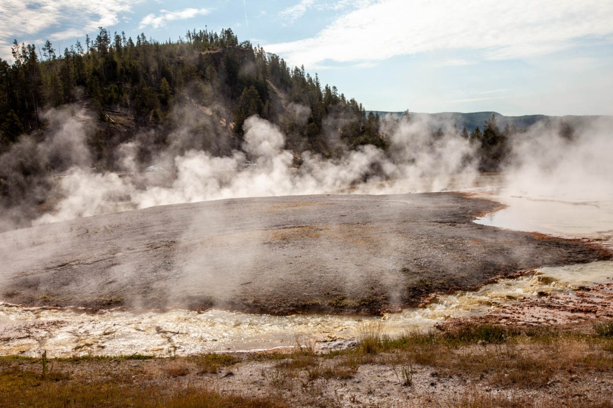 Excelsior Geyser Crater on the hike to the Grand Prismatic Spring in Yellowstone National Park #vezzaniphotography