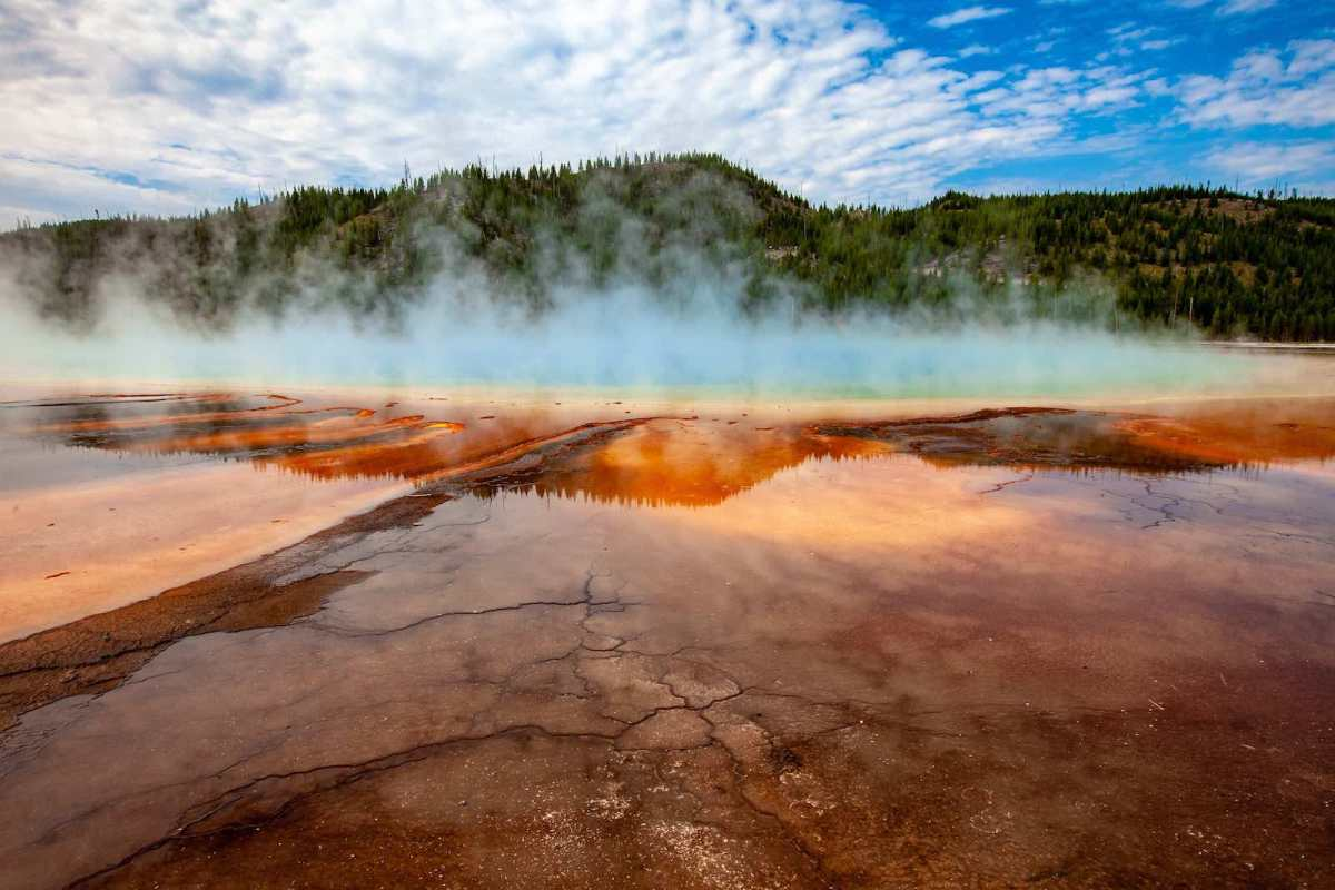 Yellowstone National Park Screensaver and Desktop Images Grand Prismatic Spring