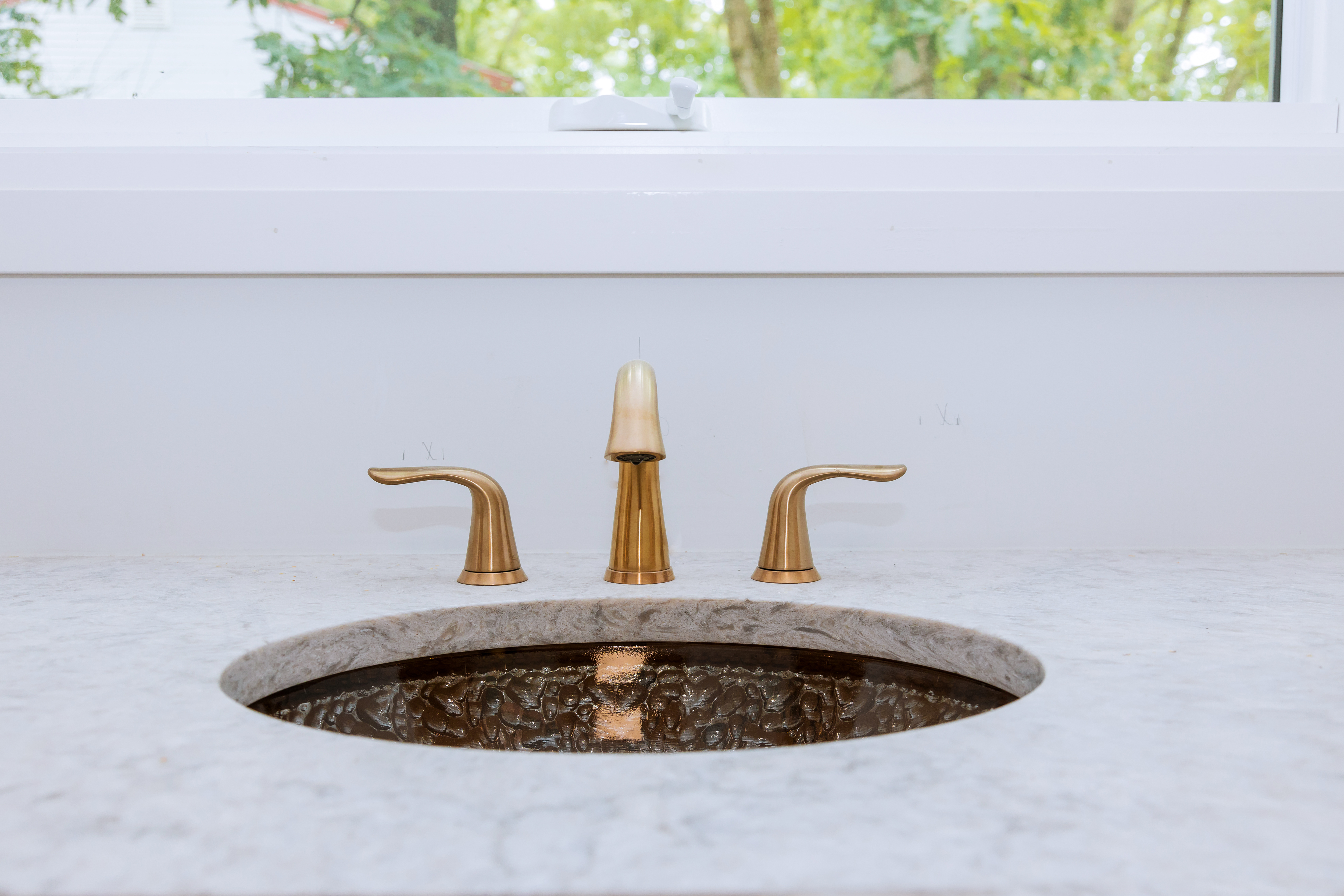 https www hunker com 13719384 how to position faucets with undermount sinks