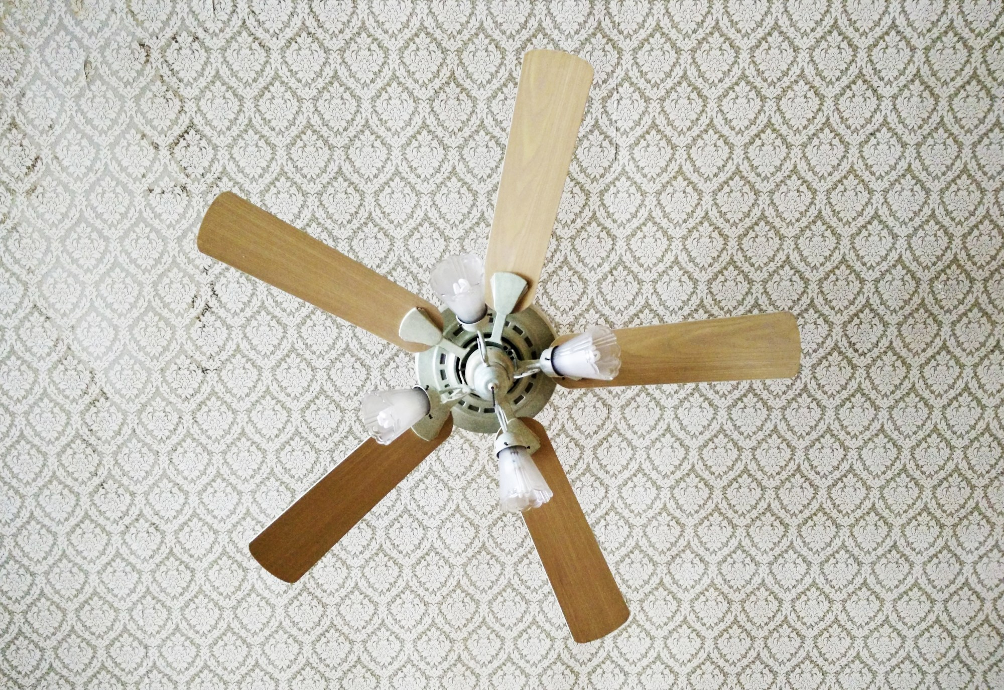 hight resolution of a burning smell in a ceiling fan