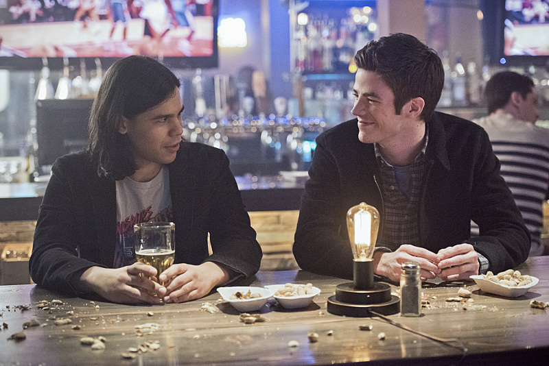 """The Flash -- """"Rogue Time"""" -- Image FLA116B_0414b -- Pictured (L-R): Carlos Valdes as Cisco Ramon and Grant Gustin as Barry Allen -- Photo: Dean Buscher/The CW -- © 2015 The CW Network, LLC. All rights reserved."""