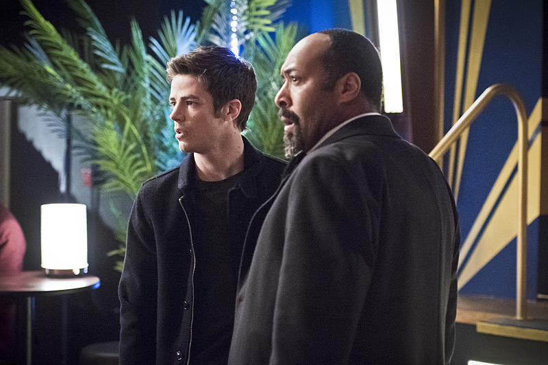 """The Flash -- """"Rogue Time""""-- Image FLA116B_0331b -- Pictured (L-R): Jesse L. Martin as Detective Joe West and Grant Gustin as Barry Allen -- Photo: Dean Buscher/The CW -- © 2015 The CW Network, LLC. All rights reserved."""