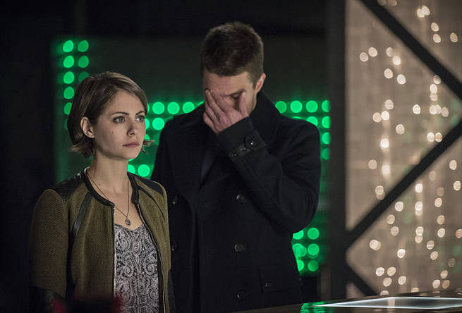 """Arrow -- """"Broken Arrow"""" -- Image AR319B_0110b -- Pictured (L-R): Willa Holland as Thea Queen, and Stephen Amell as Oliver Queen -- Photo: Cate Cameron/The CW -- © 2015 The CW Network, LLC. All Rights Reserved."""