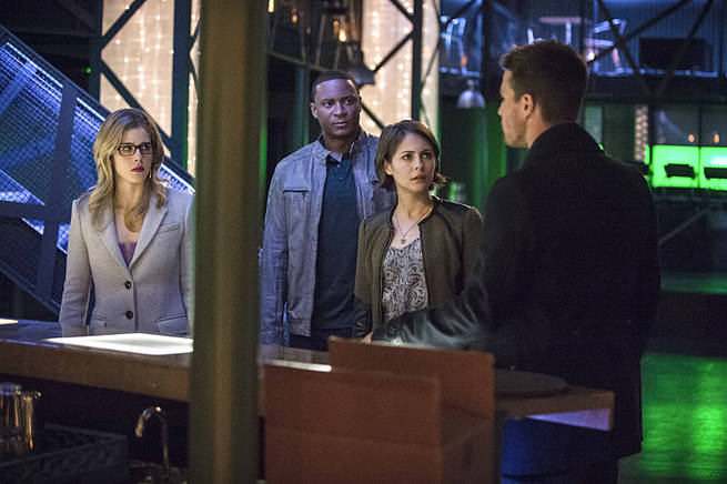 "Arrow -- ""Broken Arrow"" -- Image AR319B_0077b--Pictured (L-R): Emily Bett Rickards as Felicity Smoak, David Ramsey as John Diggle, Willa Holland as Thea Queen, and Stephen Amell as Oliver Queen -- Photo: Cate Cameron/The CW -- © 2015 The CW Network, LLC. All Rights Reserved."