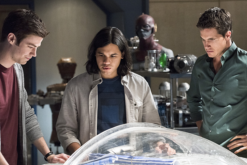"The Flash -- ""Fast Enough"" -- Image FLA123C_0262b -- Pictured (L-R): Grant Gustin as Barry Allen, Carlos Valdes as Cisco Ramon, and Robbie Amell as Ronnie -- Photo: Dean Buscher/The CW -- © 2015 The CW Network, LLC. All rights reserved."