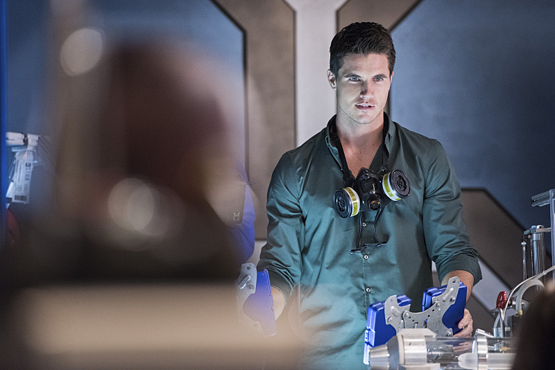 "The Flash -- ""Fast Enough"" -- Image FLA123C_0109b -- Pictured: Robbie Amell as Ronnie -- Photo: Dean Buscher/The CW -- © 2015 The CW Network, LLC. All rights reserved."