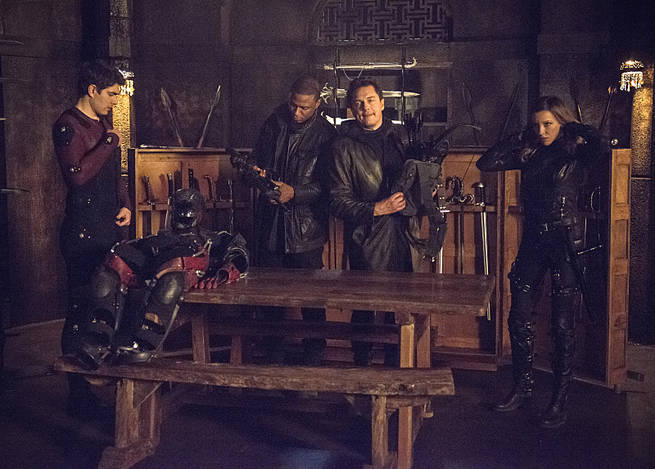 """Arrow -- """"My Name is Oliver Queen"""" -- Image AR323A_0302b -- Pictured (L-R): Brandon Routh as Ray Palmer, David Ramsey as John Diggle, John Barrowman as Malcolm Merlyn, Katie Cassidy as Laurel Lance -- Photo: Cate Cameron/The CW -- © 2015 The CW Network, LLC. All Rights Reserved."""