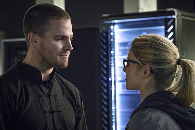 """Arrow -- """"My Name is Oliver Queen"""" -- Image AR323B_0226b -- Pictured (L-R): Stephen Amell as Oliver Queen and Emily Bett Rickards as Felicity Smoak -- Photo: Liane Hentscher/The CW -- © 2015 The CW Network, LLC. All Rights Reserved."""