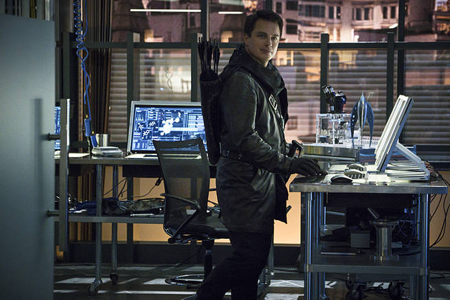 """Arrow -- """"My Name is Oliver Queen"""" -- Image AR323B_0351b -- Pictured: John Barrowman as Malcolm Merlyn -- Photo: Liane Hentscher/The CW -- © 2015 The CW Network, LLC. All Rights Reserved."""
