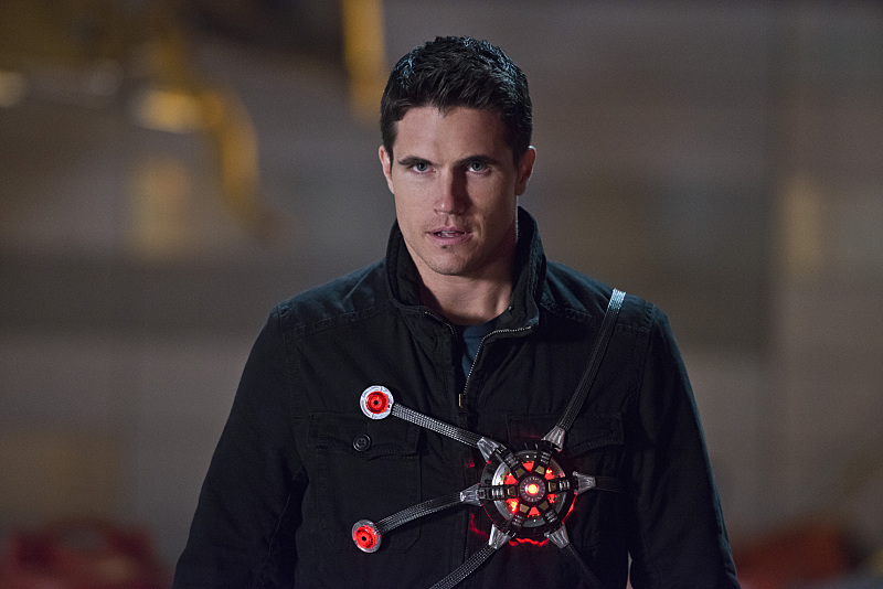 """The Flash -- """"Rogue Air"""" -- Image FLA122B_0289b -- Pictured: Robbie Amell as Ronnie / Firestorm -- Photo: Diyah Pera/The CW -- © 2015 The CW Network, LLC. All rights reserved."""