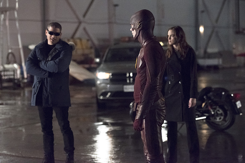 """The Flash -- """"Rogue Air"""" -- Image FLA122A_0057b -- Pictured (L-R): Wentworth Miller as Leonard Snart / Captain Cold, Grant Gustin as Barry Allen / The Flash and Danielle Panabaker as Caitlin Snow -- Photo: Dean Buscher/The CW -- © 2015 The CW Network, LLC. All rights reserved."""