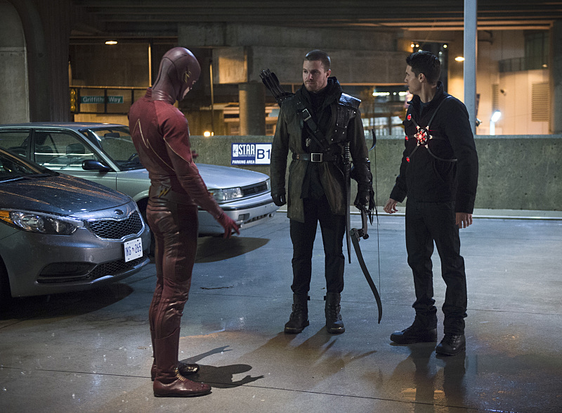"""The Flash -- """"Rogue Air"""" -- Image FLA122B_0101b -- Pictured (L-R): Grant Gustin as Barry Allen / The Flash, Stephen Amell as Oliver Queen / Arrow and Robbie Amell as Ronnie / Firestorm -- Photo: Diyah Pera/The CW -- © 2015 The CW Network, LLC. All rights reserved."""