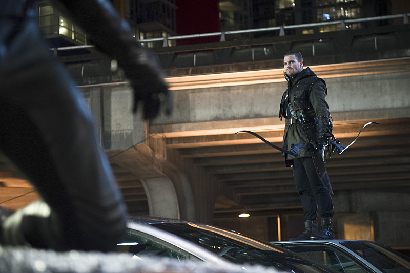 """The Flash -- """"Rogue Air"""" -- Image FLA122B_0149b -- Pictured: Stephen Amell as Oliver Queen / Arrow  -- Photo: Diyah Pera/The CW -- © 2015 The CW Network, LLC. All rights reserved."""