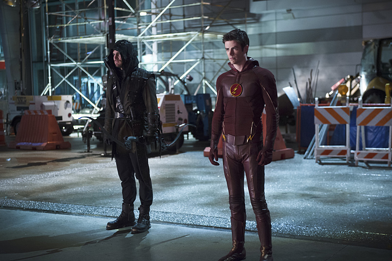 """The Flash -- """"Rogue Air"""" -- Image FLA122B_0279b -- Pictured (L-R): Stephen Amell as Oliver Queen / Arrow  and Grant Gustin as Barry Allen / The Flash -- Photo: Diyah Pera/The CW -- © 2015 The CW Network, LLC. All rights reserved."""