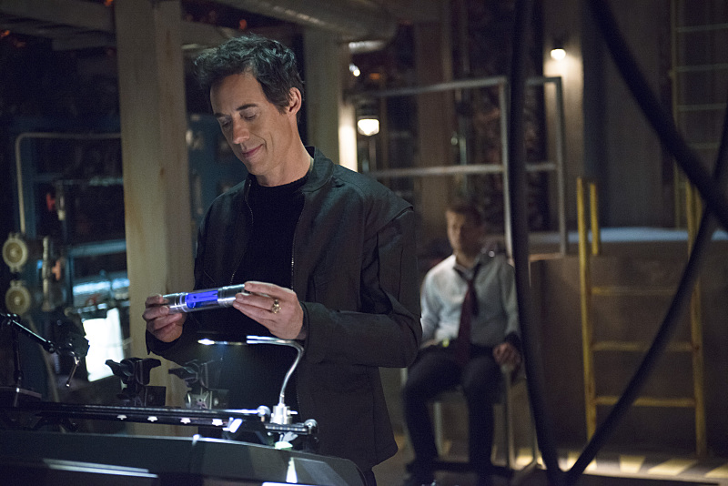 "The Flash -- ""Grodd Lives"" -- Image FLA121B_0235b -- Pictured (L-R): Tom Cavanagh as Harrison Wells and Rick Cosnett as Detective Eddie Thawne -- Photo: Cate Cameron/The CW -- © 2015 The CW Network, LLC. All rights reserved."