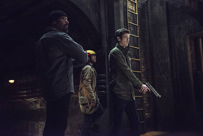 "The Flash -- ""Grodd Lives"" -- Image FLA121A_0209b -- Pictured (L-R): Jesse L. Martin as Detective Joe West, Carlos Valdes as Cisco Ramon, and Grant Gustin as Barry Allen -- Photo: Cate Cameron/The CW -- © 2015 The CW Network, LLC. All rights reserved."