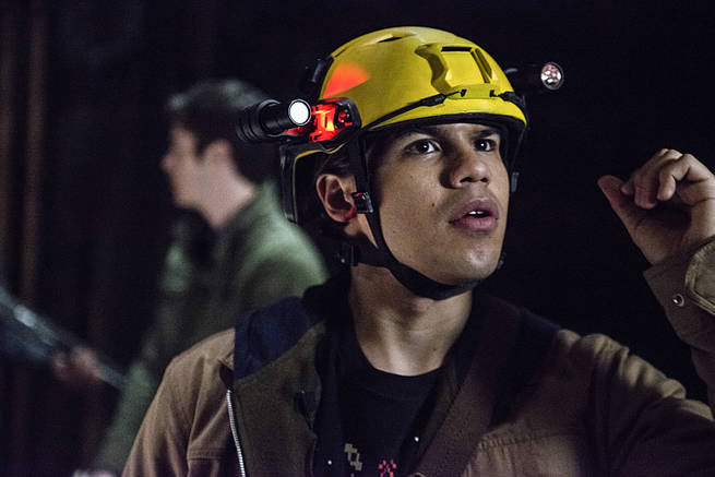 """The Flash -- """"Grodd Lives"""" -- Image FLA121A_0218b -- Pictured: Carlos Valdes as Cisco Ramon -- Photo: Cate Cameron/The CW -- © 2015 The CW Network, LLC. All rights reserved."""