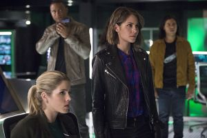"The Flash -- ""Legends of Today"" -- Image FLA208B_0148b.jpg -- Pictured (L-R): Emily Bett Rickards as Felicity Smoak, David Ramsey as John Diggle, Willa Holland as Thea Queen, and Carlos Valdes as Cisco Ramon -- Photo: Cate Cameron/The CW -- © 2015 The CW Network, LLC. All rights reserved."