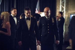 "Arrow -- ""Brotherhood"" -- Image AR407B_106b.jpg -- Pictured (L-R): Stephen Amell as Oliver Queen and Paul Blackthorne as Detective Quentin Lance -- Photo: Cate Cameron/The CW -- © 2015 The CW Network, LLC. All Rights Reserved."
