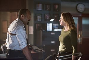 "The Flash -- ""Gorilla Warfare"" -- Image FLA207A_0490b.jpg -- Pictured (L-R): Jesse L. Martin as Detective Joe West and Shantel VanSanten as Patty Spivot -- Photo: Diyah Pera/The CW -- © 2015 The CW Network, LLC. All rights reserved."