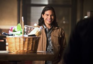"""The Flash -- """"Gorilla Warfare"""" -- Image FLA207A_0030b.jpg -- Pictured: Carlos Valdes as Cisco Ramon -- Photo: Diyah Pera/The CW -- © 2015 The CW Network, LLC. All rights reserved."""