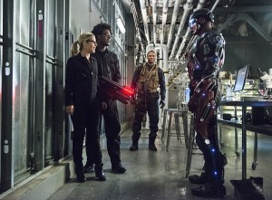 """Arrow -- """"Lost Souls"""" -- Image AR406A_0224b.jpg -- Pictured (L-R): Emily Bett Rickards as Felicity Smoak, Echo Kellum as Curtis Holt, David Ramsey as John Diggle and Brandon Routh as Atom -- Photo: Cate Cameron/ The CW -- © 2015 The CW Network, LLC. All Rights Reserved."""