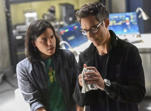"""The Flash -- """"Enter Zoom"""" -- Image FLA206B_0101b.jpg -- Pictured (L-R): Carlos Valdes as Cisco Ramon and Tom Cavanagh as Harrison Wells -- Photo: Dean Buscher/The CW -- © 2015 The CW Network, LLC. All rights reserved."""