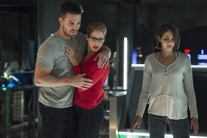 """Arrow -- """"Haunted"""" -- Image AR404B_0177b.jpg -- Pictured (L-R): Stephen Amell as Oliver Queen, Emily Bett Rickards as Felicity Smoak and Willa Holland as Thea Queen -- Photo: Cate Cameron/ The CW -- © 2015 The CW Network, LLC. All Rights Reserved."""