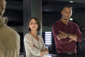 """Arrow -- """"Haunted"""" -- Image AR404B_0183b.jpg -- Pictured (L-R): Willa Holland as Thea Queen and David Ramsey as John Diggle -- Photo: Cate Cameron/ The CW -- © 2015 The CW Network, LLC. All Rights Reserved."""