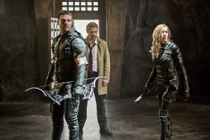 """Arrow -- """"Haunted"""" -- Image AR404B_0241b.jpg -- Pictured (L-R): Stephen Amell as The Arrow, Matt Ryan as Constantine and Katie Cassidy as Black Canary -- Photo: Cate Cameron/ The CW -- © 2015 The CW Network, LLC. All Rights Reserved."""
