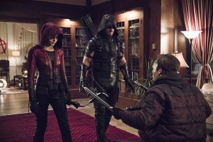 "Arrow -- ""Blood Debts"" -- Image AR410a_0081b.jpg -- Pictured (L-R): Willa Holland as Speedy, Stephen Amell as The Arrow and Alexander Calvert as Anarky  -- Photo: Katie Yu/ The CW -- © 2015 The CW Network, LLC. All Rights Reserved."