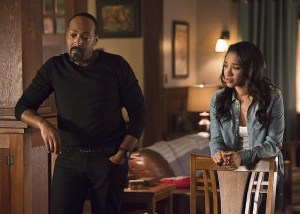 """The Flash -- """"King Shark"""" -- Image FLA215a_0126b -- Pictured (L-R): Jesse L. Martin as Detective Joe West and Candice Patton as Iris West -- Photo: Cate Cameron/The CW -- © 2016 The CW Network, LLC. All rights reserved."""
