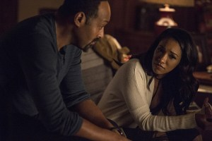 """The Flash -- """"King Shark"""" -- Image FLA215a_0011 -- Pictured (L-R): Jesse L. Martin as Detective Joe West and Candice Patton as Iris West -- Photo: Cate Cameron/The CW -- © 2016 The CW Network, LLC. All rights reserved"""