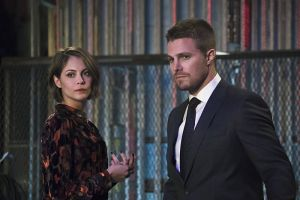 """Arrow -- """"Code of Silence"""" -- Image AR414b_0111b.jpg -- Pictured (L-R):  Willa Holland as Thea Queen and Stephen Amell as Oliver Queen -- Photo: Katie Yu/ The CW -- © 2016 The CW Network, LLC. All Rights Reserved."""