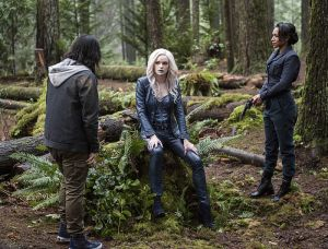 "The Flash -- ""Escape From Earth-2"" -- Image FLA214b_0070b -- Pictured (L-R): Carlos Valdes as Cisco Ramon, Danielle Panabaker as Killer Frost and Candice Patton as Earth 2 Iris West -- Photo: Bettina Strauss/The CW -- © 2016 The CW Network, LLC. All rights reserved."