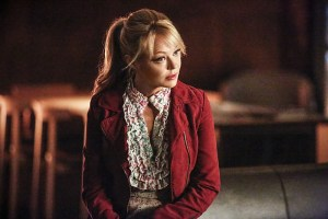 """Arrow -- """"Sins of the Father"""" -- Image ARR413a_0171b.jpg -- Pictured: Charlotte Ross as Donna Smoak -- Photo: Bettina Strauss/ The CW -- © 2016 The CW Network, LLC. All Rights Reserved."""