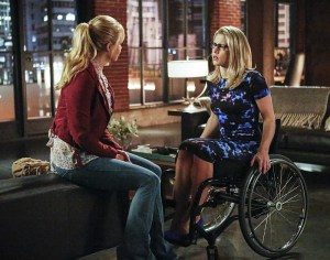 "Arrow -- ""Sins of the Father"" -- Image ARR413a_0136b.jpg -- Pictured (L-R): Charlotte Ross as Donna Smoak and Emily Bett Rickards as Felicity Smoak -- Photo: Bettina Strauss/ The CW -- © 2016 The CW Network, LLC. All Rights Reserved."