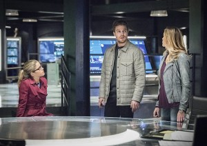 """Arrow -- """"Sins of the Father"""" -- Image AR413A_0099b.jpg -- Pictured (L-R): Emily Bett Rickards as Felicity Smoak, Stephen Amell as Oliver Queen and Katie Cassidy as Laurel Lance -- Photo: Dean Buscher/ The CW -- © 2016 The CW Network, LLC. All Rights Reserved."""
