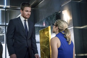 """Arrow -- """"Unchained"""" -- Image AR412B_0515b.jpg -- Pictured (L-R): Stephen Amell as Oliver Queen and Emily Bett Rickards as Felicity Smoak -- Photo: Liane Hentscher/ The CW -- © 2016 The CW Network, LLC. All Rights Reserved."""