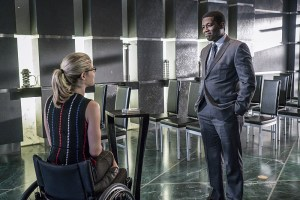 """Arrow -- """"Unchained"""" -- Image AR412B_0081b.jpg -- Pictured (L-R): Emily Bett Rickards as Felicity Smoak and Dean Monroe Mckenzie as Dennis -- Photo: Liane Hentscher/ The CW -- © 2016 The CW Network, LLC. All Rights Reserved."""
