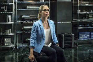 """Arrow -- """"Unchained"""" -- Image AR412B_0044b.jpg -- Pictured: Emily Bett Rickards as Felicity Smoak -- Photo: Liane Hentscher/ The CW -- © 2016 The CW Network, LLC. All Rights Reserved."""