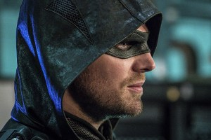 """Arrow -- """"Unchained"""" -- Image AR412A_0232b.jpg -- Pictured: Stephen Amell as Green Arrow -- Photo: Liane Hentscher/ The CW -- © 2016 The CW Network, LLC. All Rights Reserved."""