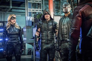 """Arrow -- """"Unchained"""" -- Image AR412A_0156b.jpg -- Pictured (L-R): Katie Cassidy as Black Canary, Stephen Amell as Green Arrow and David Ramsey as John Diggle -- Photo: Liane Hentscher/ The CW -- © 2016 The CW Network, LLC. All Rights Reserved."""