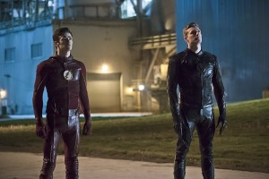 """The Flash -- """"The Race of His Life"""" -- Image: FLA223b_0166b.jpg -- Pictured (L-R): Grant Gustin as Barry Allen and Teddy Sears as Jay Garrick -- Photo: Katie Yu/The CW -- © 2016 The CW Network, LLC. All rights reserved."""
