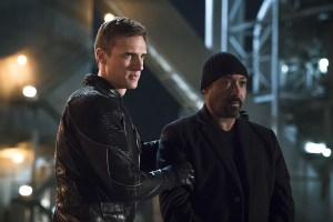 "The Flash -- ""The Race of His Life"" -- Image: FLA223b_0030b.jpg -- Pictured (L-R): Teddy Sears as Jay Garrick and Jesse L. Martin as Detective Joe West -- Photo: Katie Yu/The CW -- © 2016 The CW Network, LLC. All rights reserved."